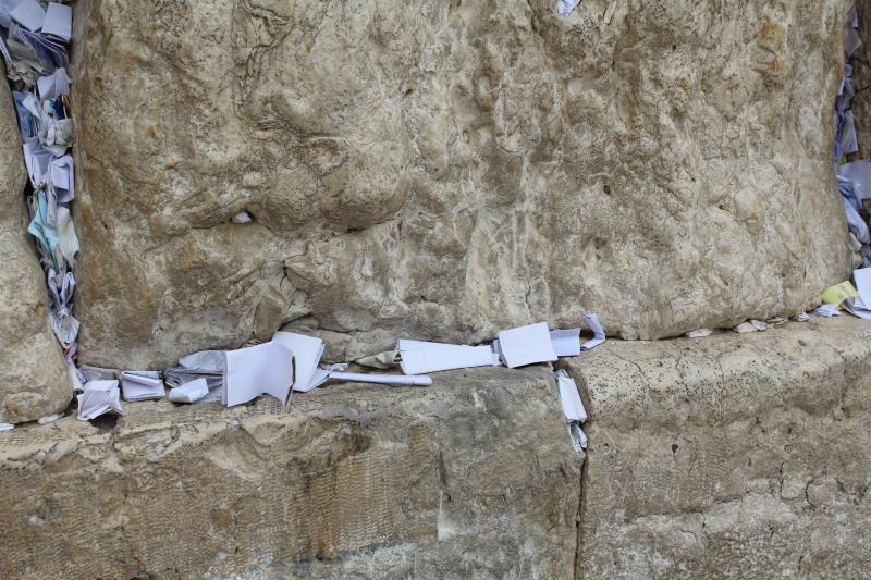 Briefjes in de Westelijke Muur in Jeruzalem